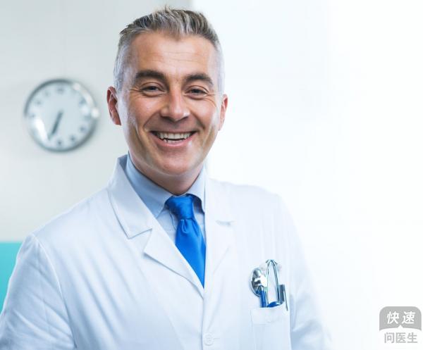 老年白癜风的症状特点有哪些 白癜风的病因